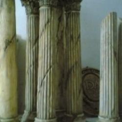 Colonnes fausses pierre