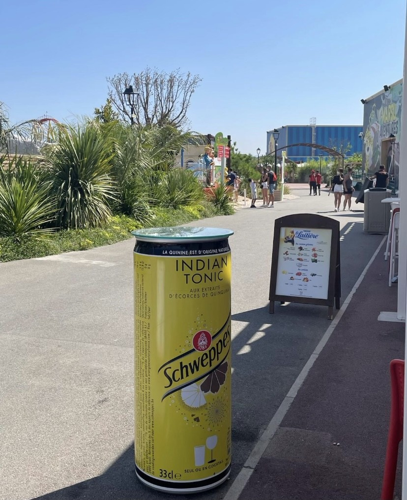 Photo canette gueridon schweppes By artistoufrance