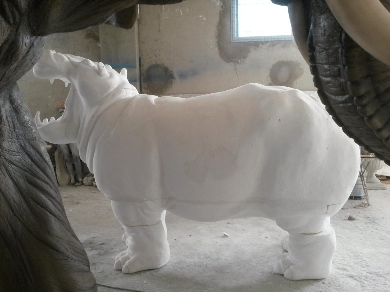 sculpture sur polystyrène de l'hippopotame